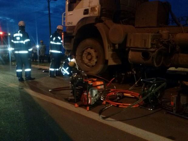 CBMGO atua em acidente com preso em ferragens na GO-020 em Goiânia