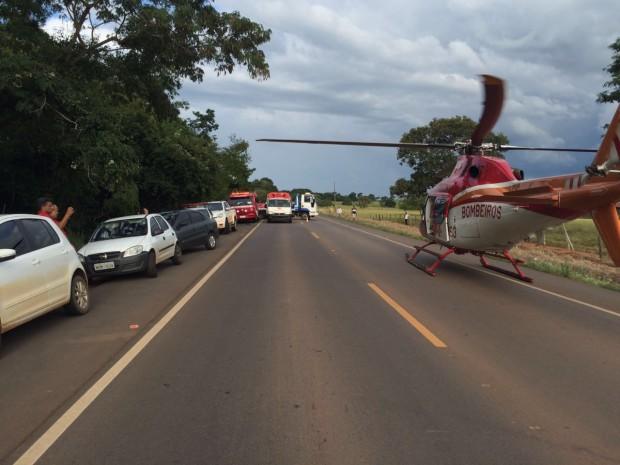 Helicóptero Bombeiro 01 e Bombeiros de Palmeiras de Goiás socorrem vítimas de grave acidente na GO-060