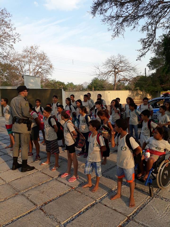 Polícia Militar Mirim de Aruanã-GO tem dia de lazer na Pousada da ASSEGO