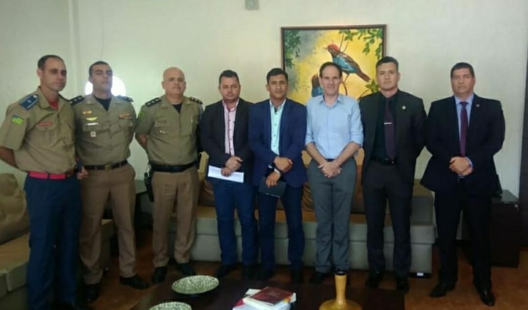 Vice-presidente da Assego e diretor jurídico participam de reunião com presidente da Alego