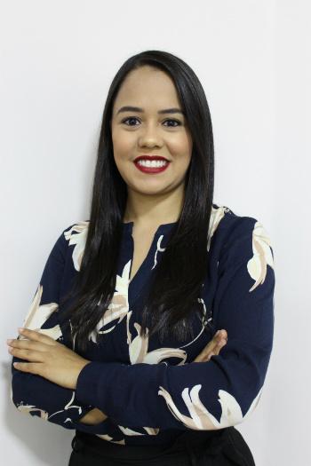 Dra. Ana Caroline de Oliveira Ferreira