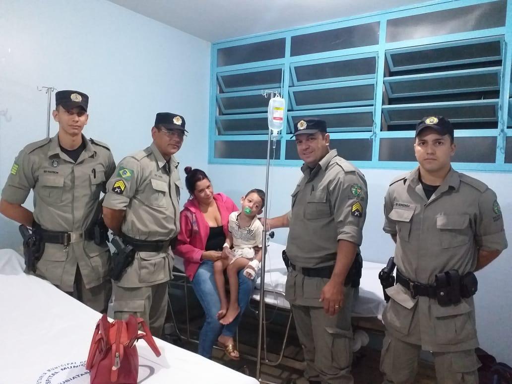 Ato de Bravura: Policiais Militares salvam criança de engasgamento, em Rubiataba.